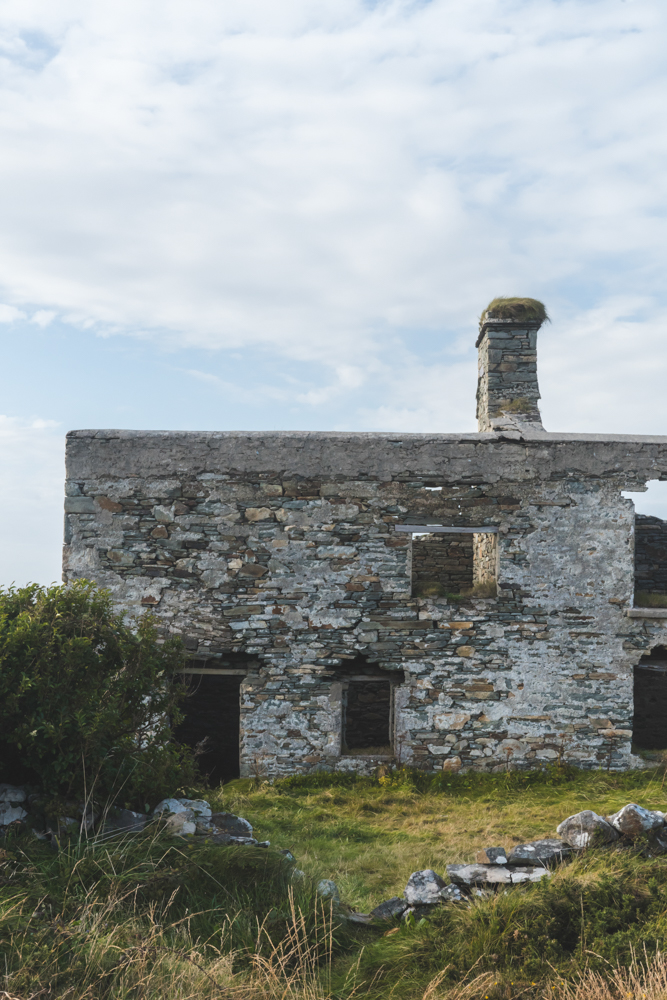 Stair na Gaoithe   History of Winds is an audio piece that was installed in a derelict miners cottage on the headland.