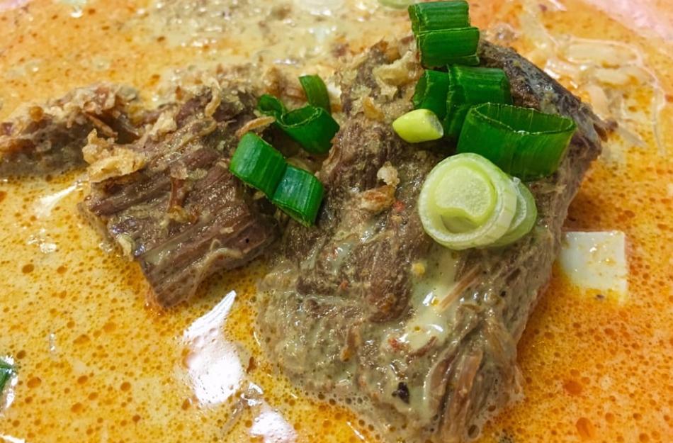 Curry Dish at Sanamluang Cafe