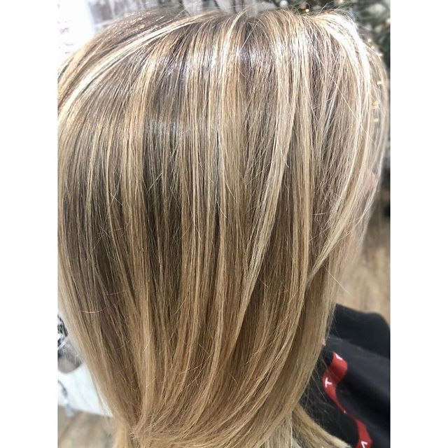 One of my favorite balayaged babes🎀 Katie has been my client for just over 2 years now, before we met she was getting a single process every 4 weeks! We transitioned her over to a balayage & now I see her every 12 🥰 She trusts me & lets me do my thing... she now has natural highs and lows with tons of blonde dimension... She loves her new low maintenance color and it's a lot more gentle on her hair and her budget👍 How gorgeous is this color? Gimme a double tap if you LURVE IT♥️♥️♥️ #alchemythesalonct