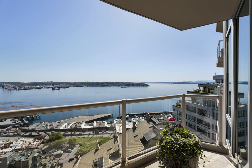 STUNNING 23RD FLOOR DOWNTOWN JEWEL LIST PRICE: $2,250,000 • downtown seattle