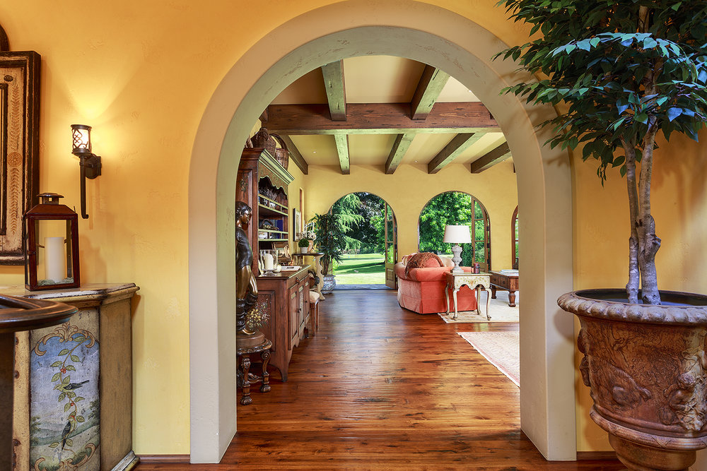Foyer-2-med.jpg