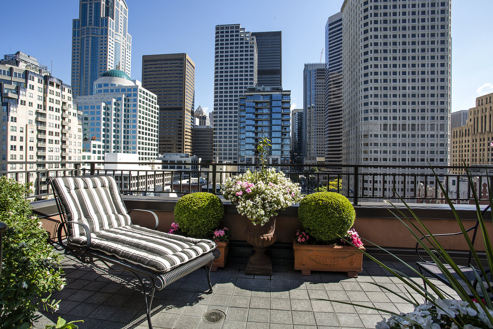 Serene Downtown Lifestyle LIST PRICE: $1,395,000 • downtown seattle