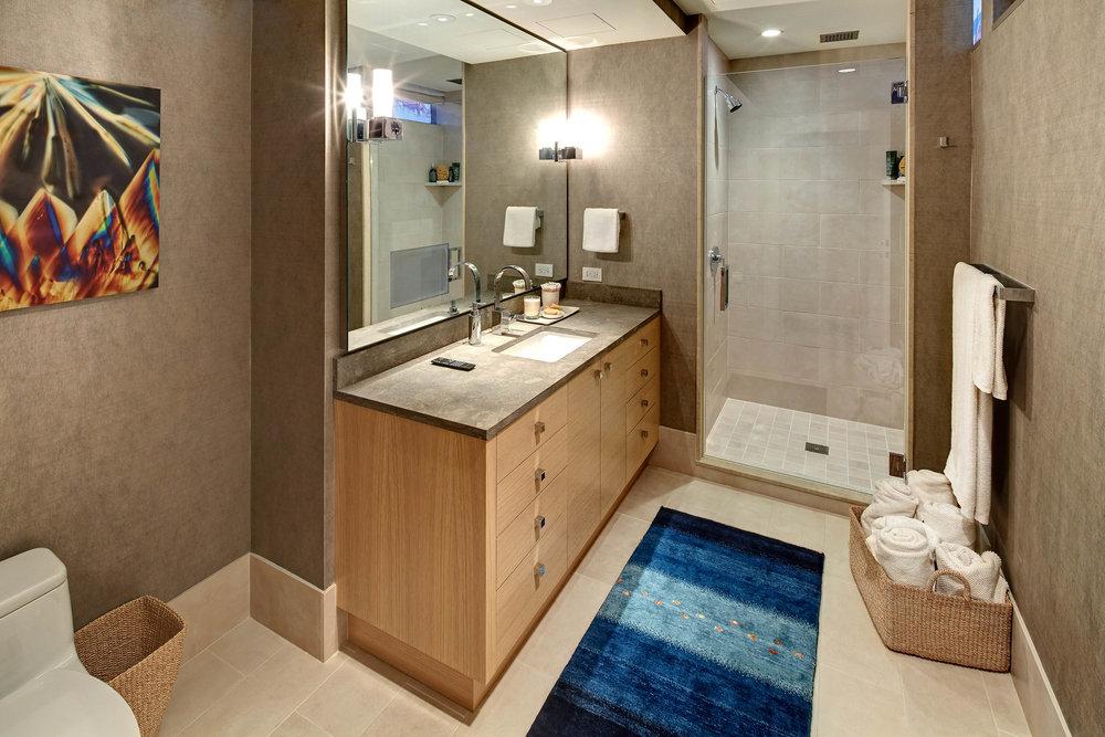 guest_bedroom_bath.jpg