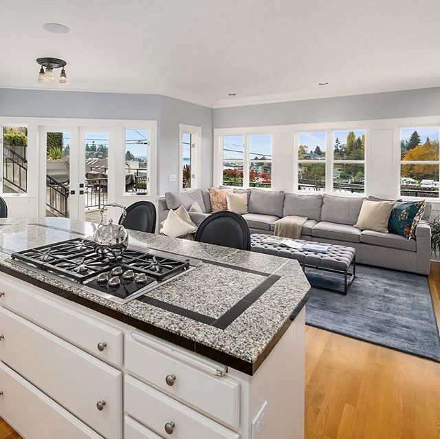 This impressive Magnolia residence is perched above Salmon Bay and boasts water views from every floor. Join us tomorrow for a public open house from 1-3 hosted by Ben Uzhansky! ⠀⠀⠀⠀⠀⠀⠀⠀⠀ 3501 West Commodore Way Offered at $1,795,000
