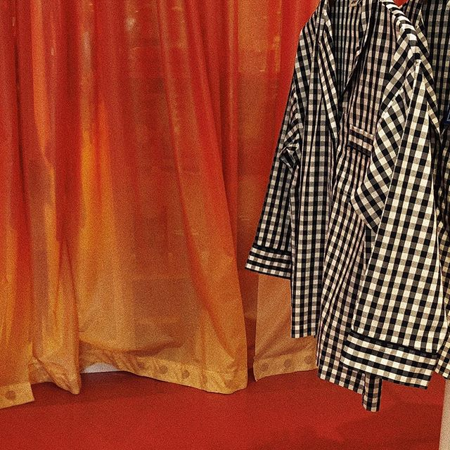 Just wanna know what fun things are hiding behind this curtain 🍟🍳🍘