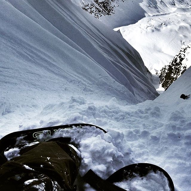 Josh Mandell takes his verts up a chute. Tailgate Alaska 2017 goes from March 17 until the 26th. Tickets are available now. #tailgatealaska #tailgate10 #keepersofthereal #freeride #hmkusa #10barrelbrewing #neversummersnowboards