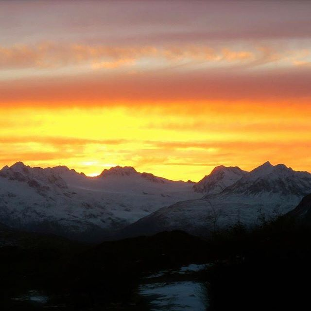 Sunset Thursday night. 8-10 feet of snow due on Thompson Pass this week! #keepersofthereal #tailgatealaska #tailgate10 #10barrelbrewing #explorevaldez #visitvaldez