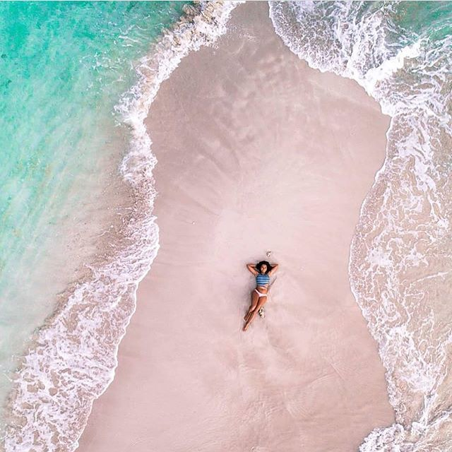 I'm completely enamoured with the spirit and sea visuals of this pic taken at Labadi here in Haiti. It's got me running for my resin to make a new painting!! 🌸👌thank you for the inspo #kiskeya island lover @jennycheco . She was captured by the talented @ryanbowenphoto ☝️🏝#bonbagay #quisqueya #hispaniola #haiti #Dominicanrepublic #oneisland #art #inspo