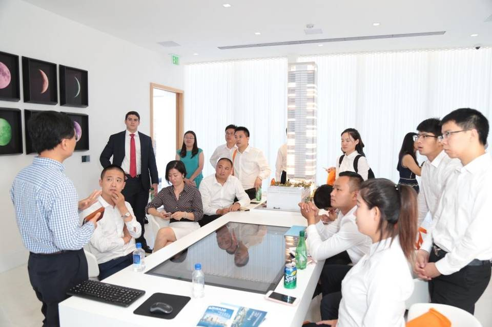 Top Chinese real estate agents tour Miami's hottest new developments. Photo via MiamiHerald.com
