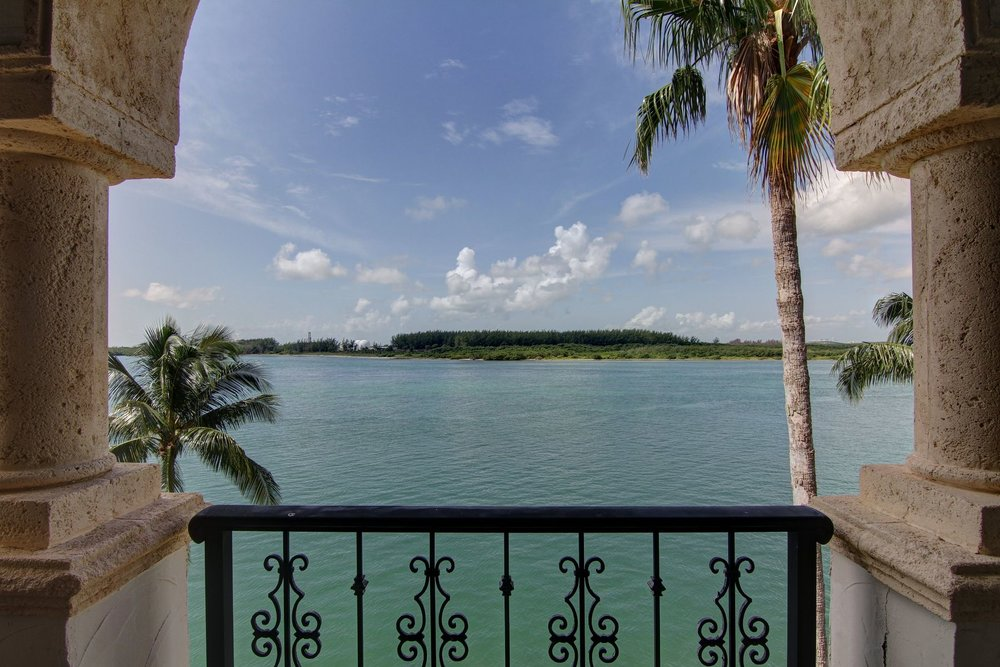 39__2444_fisher_island_dr_photo_by_miamirealestatephotographers.com.0.jpg