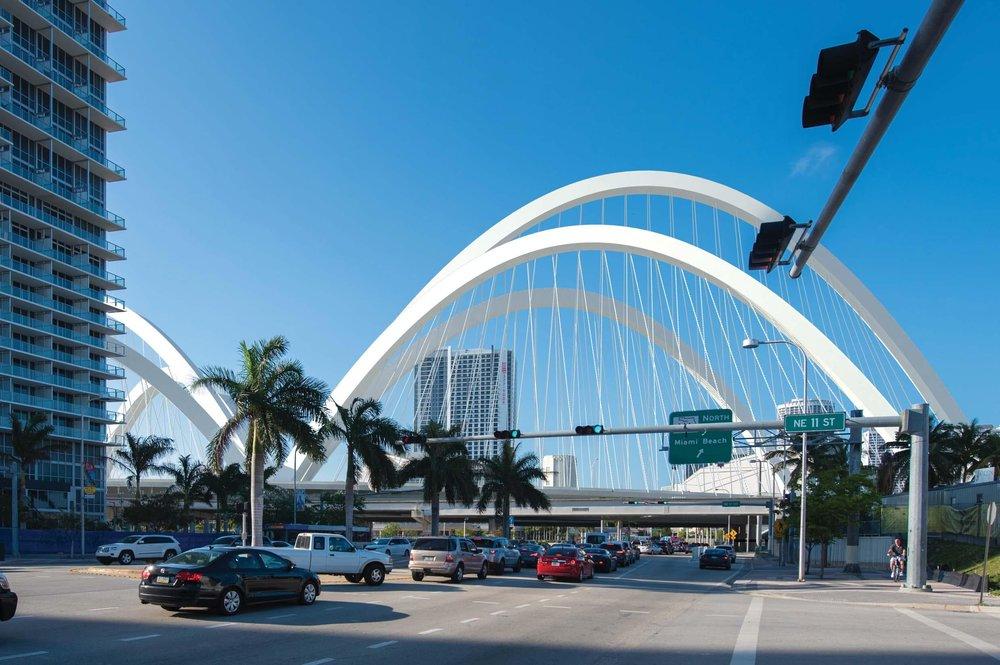 "$800 Million ""The Fountain"" Chosen as Winning Design for Signature Bridge"