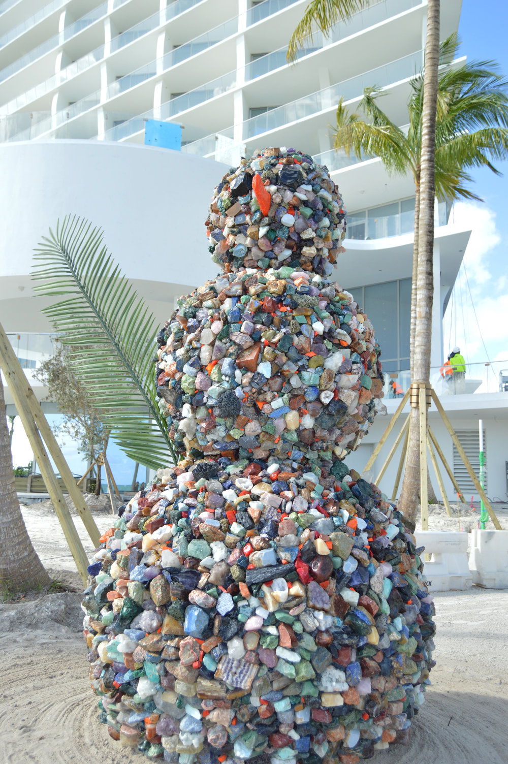 """Jade Signature Continues To Power Towards Completion, Reveals Permanent Snowman Installation """"Bonhomme Universe"""""""