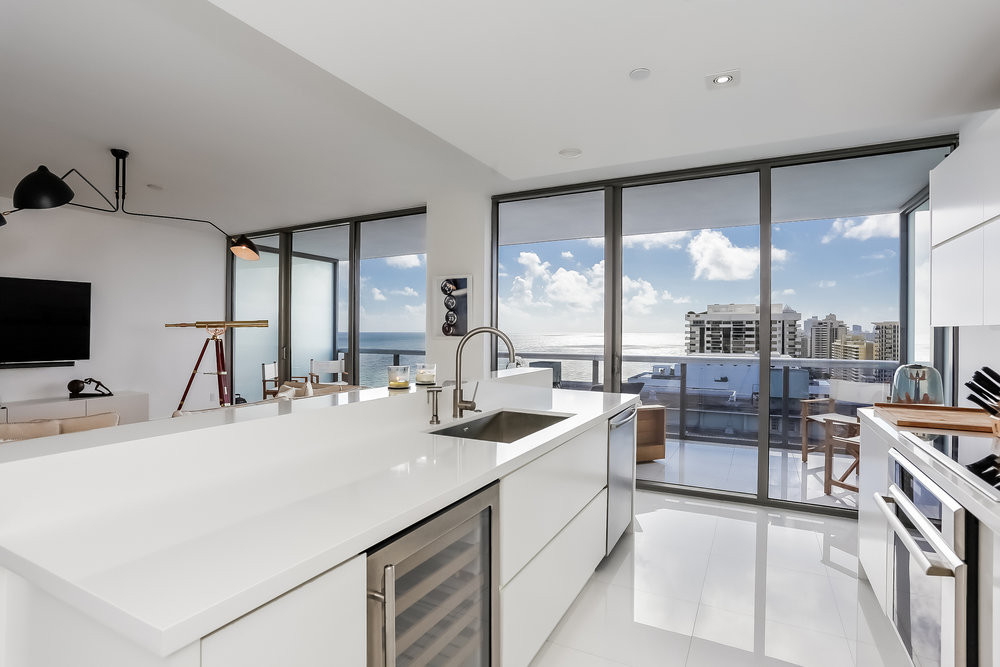 Cleveland Indians First Baseman Yonder Alonso Lists Miami Beach Condo in Mei For $1.995 Million