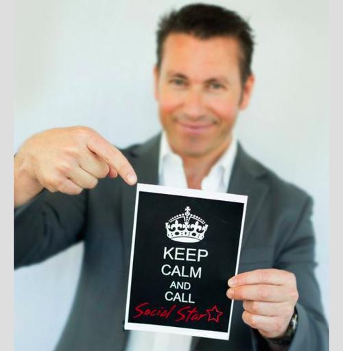 keep calm and call social star