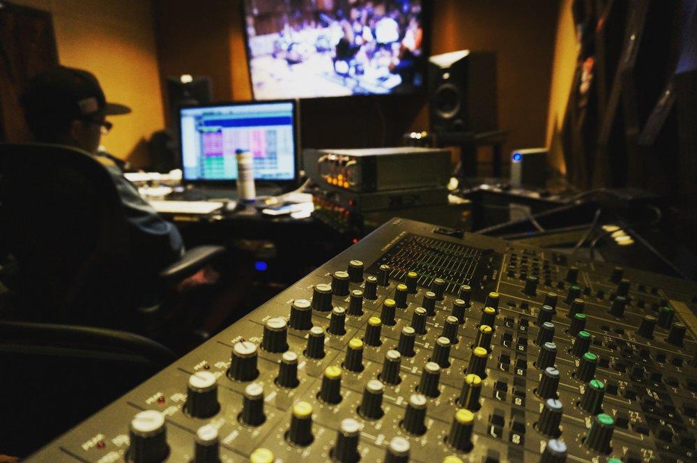 电影原声带,电视,广播以及多媒体作品