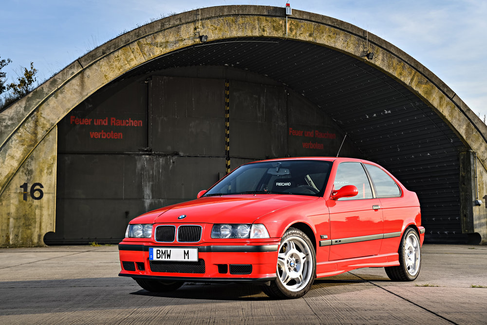 The M3 Compact prototype was fitted with the same 321hp in-line six-cylinder engine as the E36 M3. According to a German car magazine that got to test it, this car was more agile and at 150 kilograms lighter, was more uncompromising.