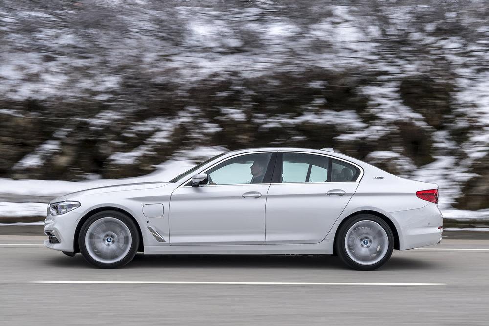 068 BMW530e.jpg