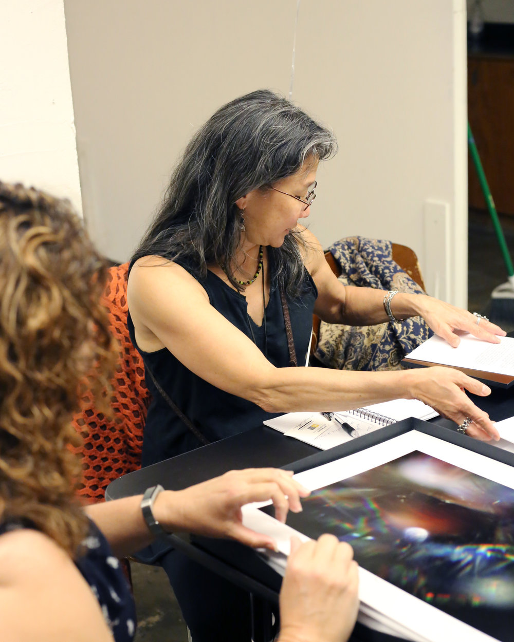 June Sekiguchi providing feedback at the Members Portfolio Review. Photo credit: Amber Lee