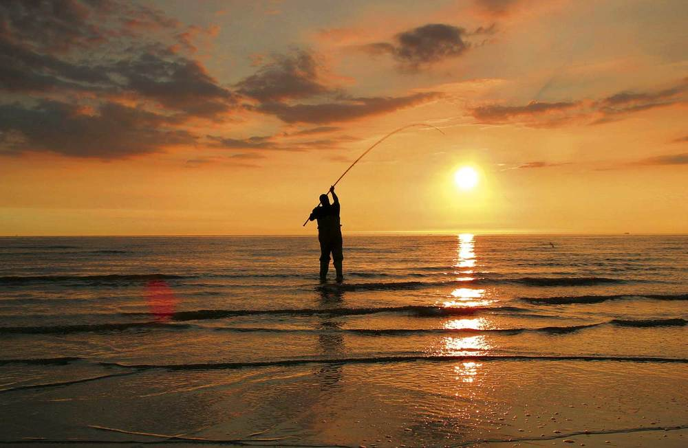 Beach fishing for summer smoothhounds at Cleveleys near ...