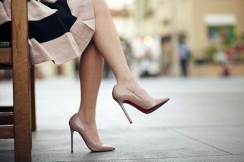 """Stilettos en tono """"nude"""". Perfectos para dar la ilusión visual de piernas más largas."""