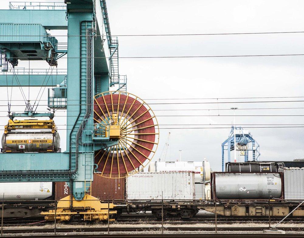 Photography: Joram Blomkwist / Graphic Design: alt-8.com - nouch / Rail Force One