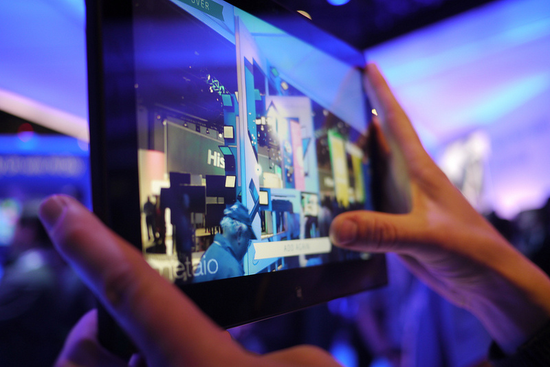 Intel Ultrabook Tree   An interactive canopy of computers-- making a brand stand out in a tradeshow