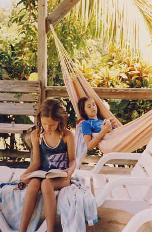 vieques_girls_reading