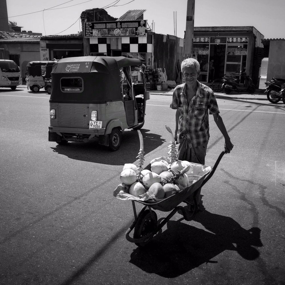He had to sell lots more before getting home ...   (Leica Q)