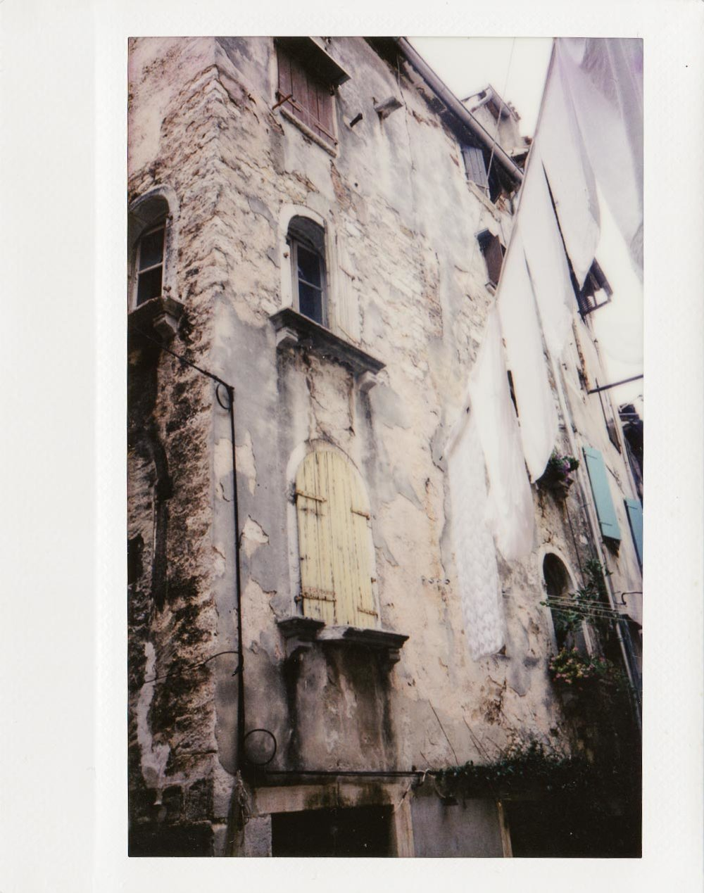 Rovinj, Croatia. When scenes have too many similar tones, the image tends to lack depth, definition and contrast.
