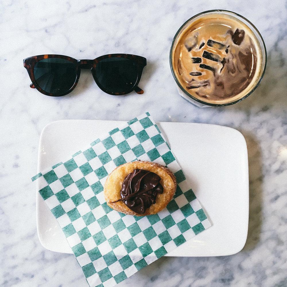 TOMMY Cafe //200 Rue Notre-Dame O, Montréal, QC H2Y 1T3, Canada