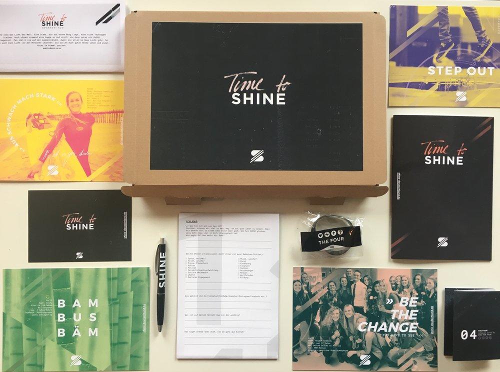 SHINE STARTER-KIT   In dem Kit findest du verschiedene inspirierende Hilfen, um mit deiner Group an deiner Schule zu starten und deinen Glauben auf zeitgemäße Weise zu leben.  Alle Infos findest du hier.