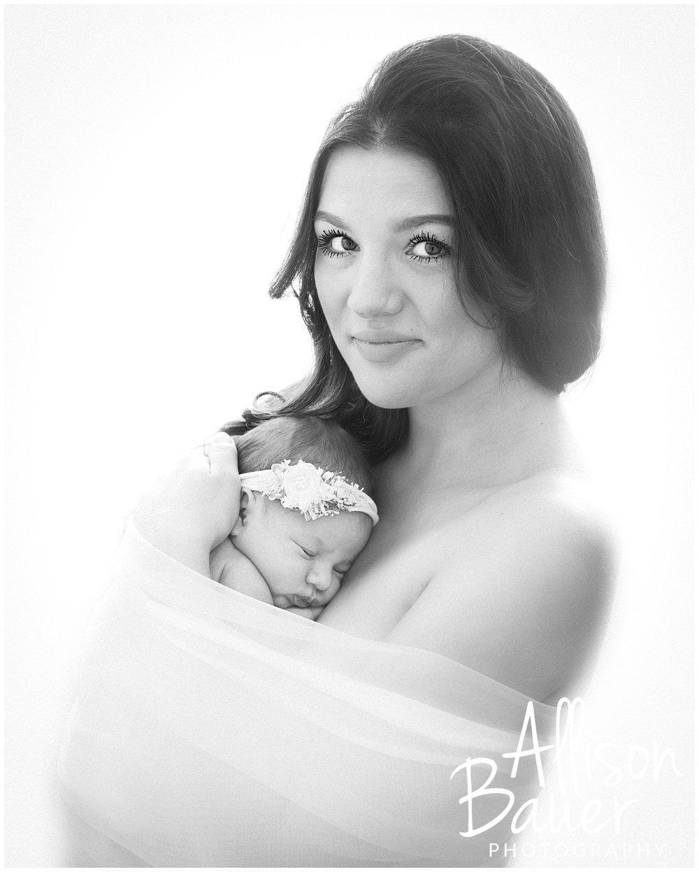 Allison-Bauer-Neugeborene-Baby-Mama