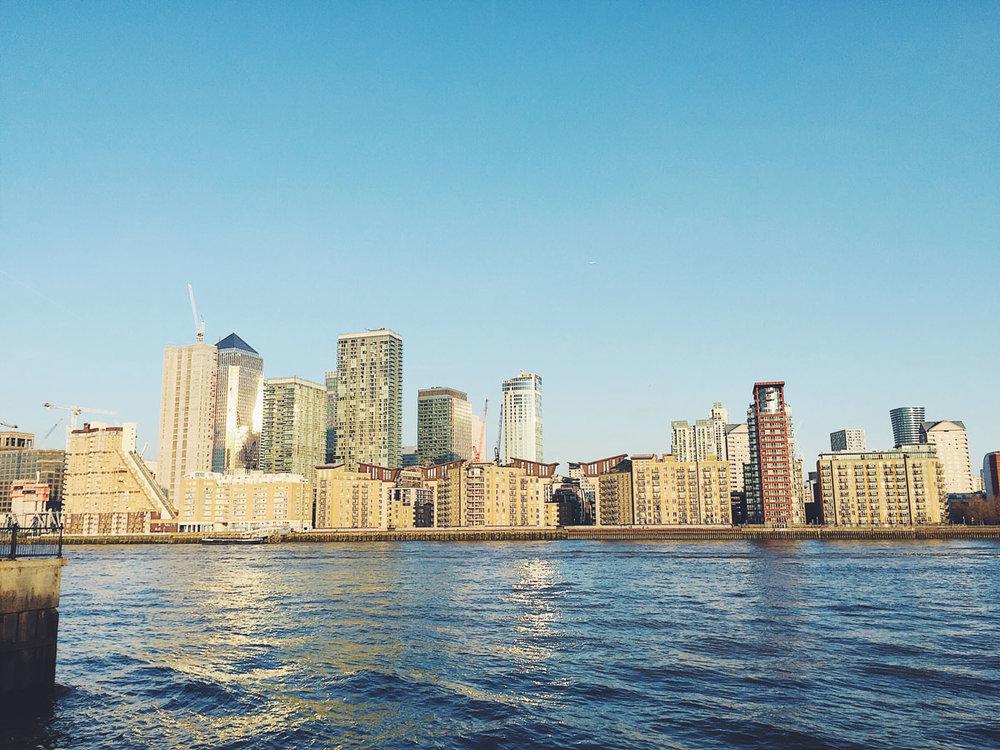 mikaela-larsson-go-jauntly-chanary-wharf-skyline.jpg