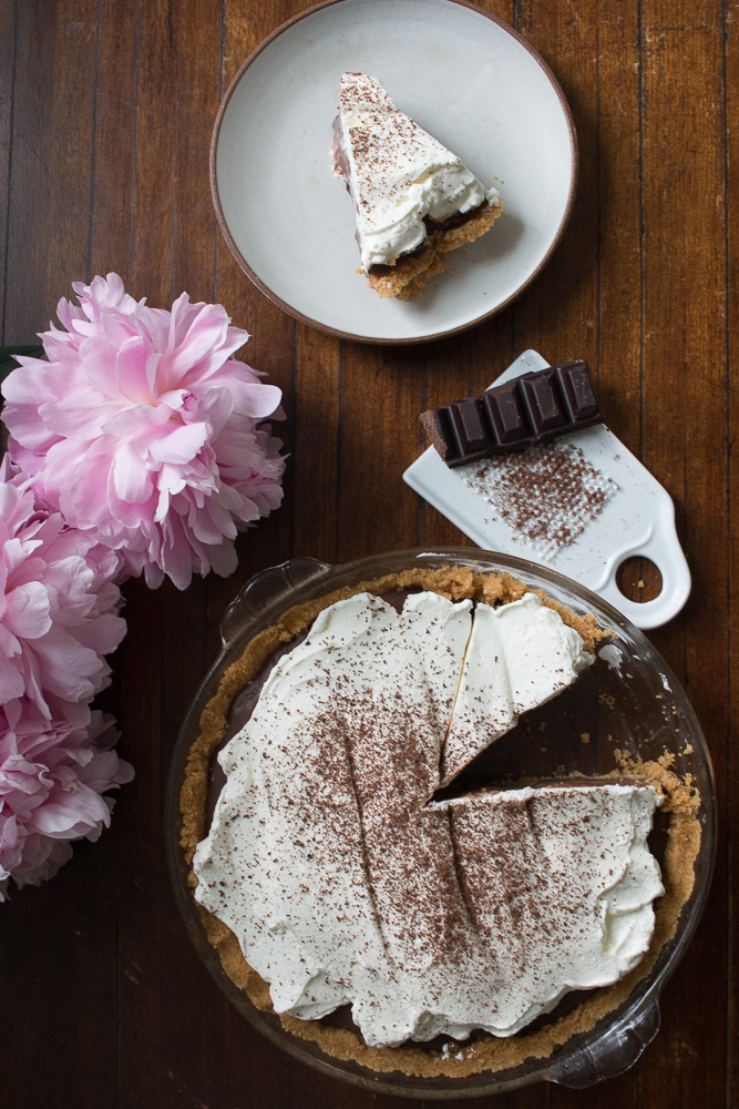 Chocolate Pudding Pie with Cookie Crumb Crust | LInden & Lavender