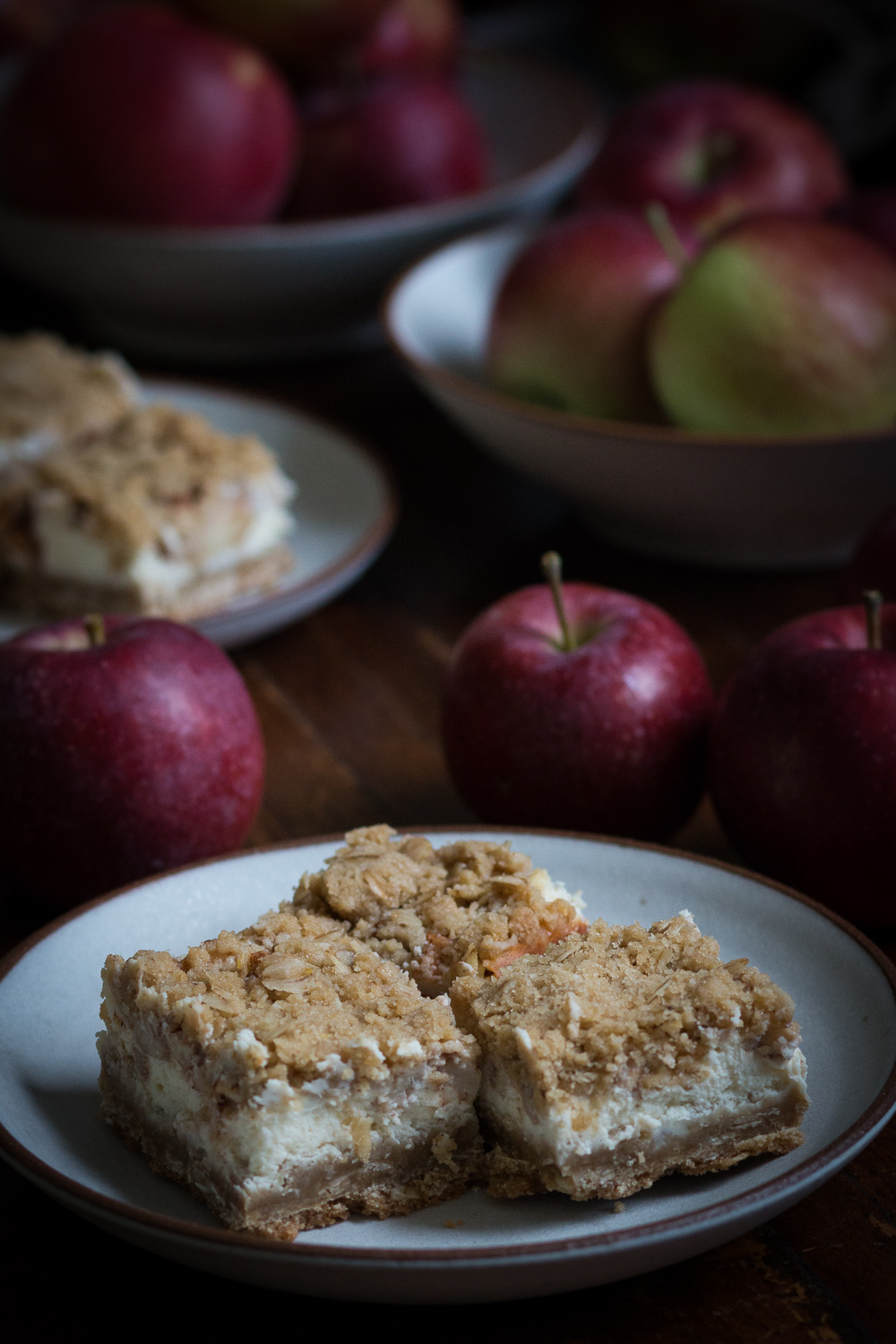 apple cheesecake bars | linden & lavender