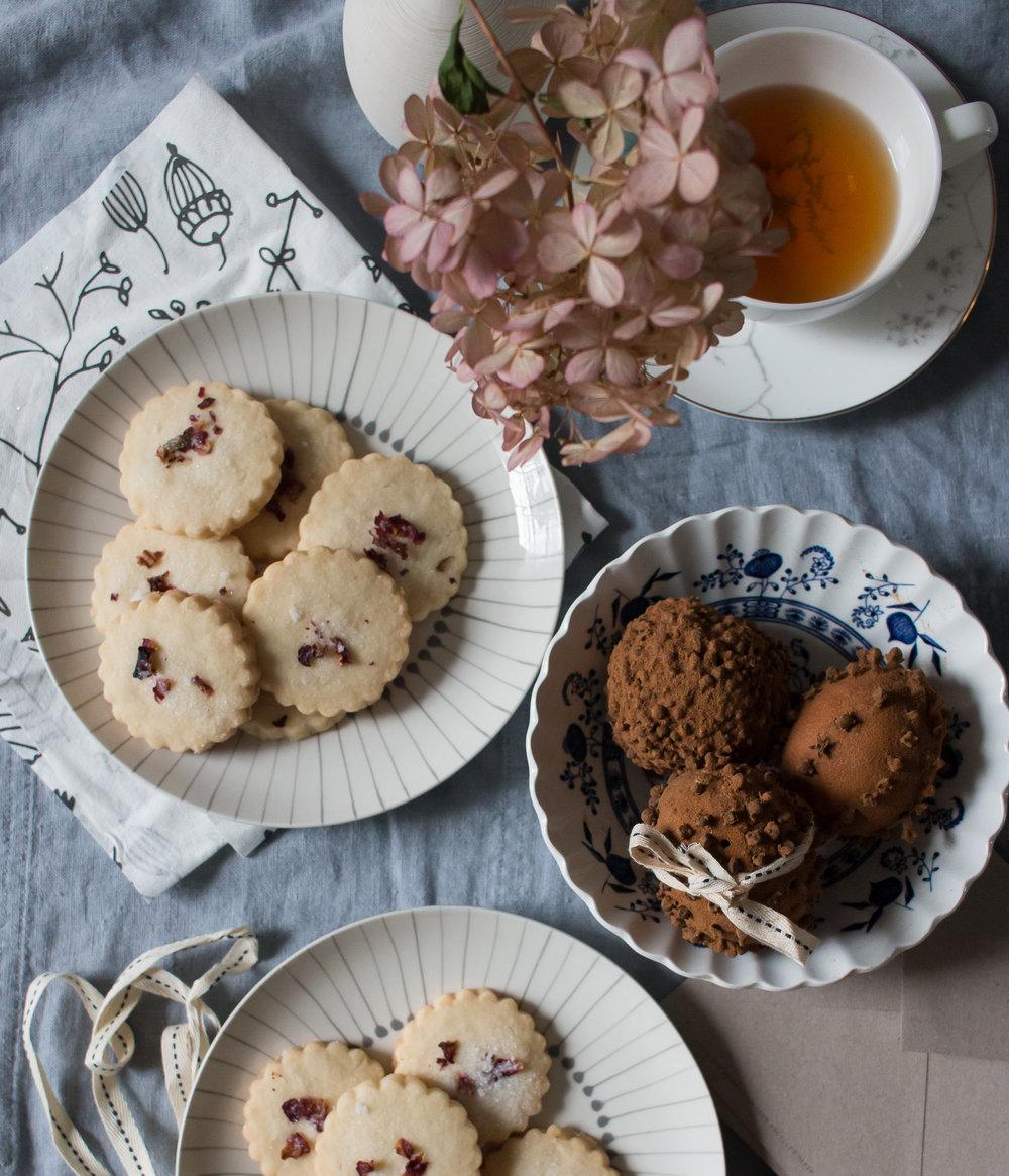 Shortbread Cookies with Rose Petal Decoration | Linden & Lavender