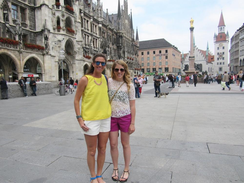 In front of Rathaus-Glockenspiel in Marienplatz, Munich!