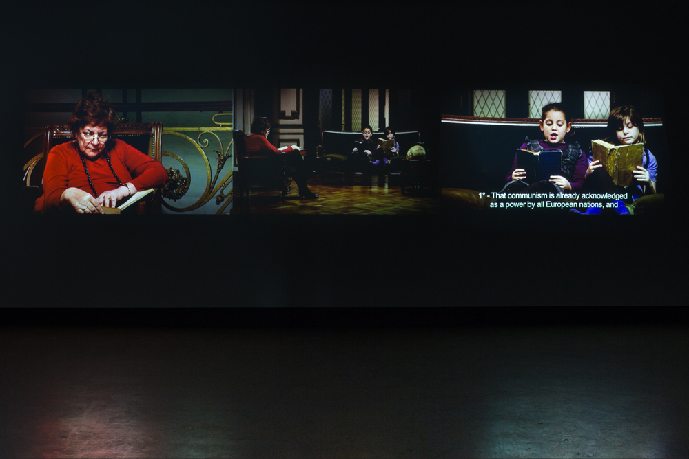 © Gabriela Golder, Conversation Piece (2012). Vue de l'exposition. Photo : Marilou Crispin.