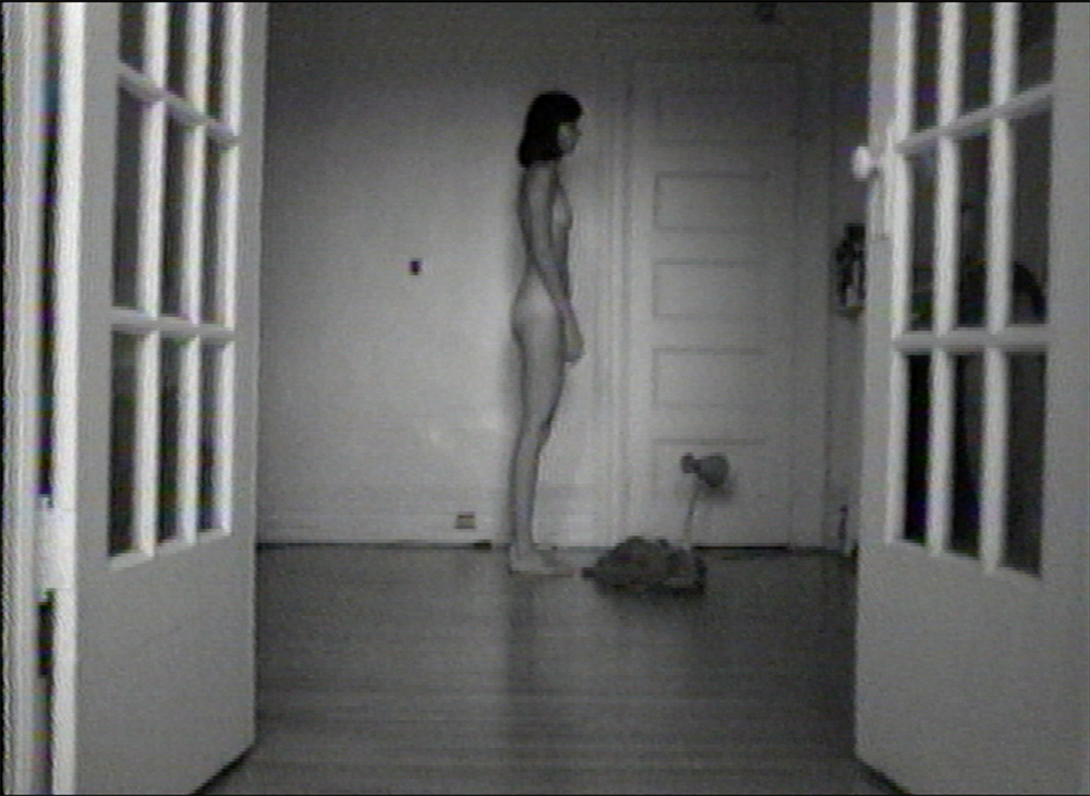 © Lisa Steele, Birthday Suit with Scars and Defects (1974). Image tirée de la vidéo.