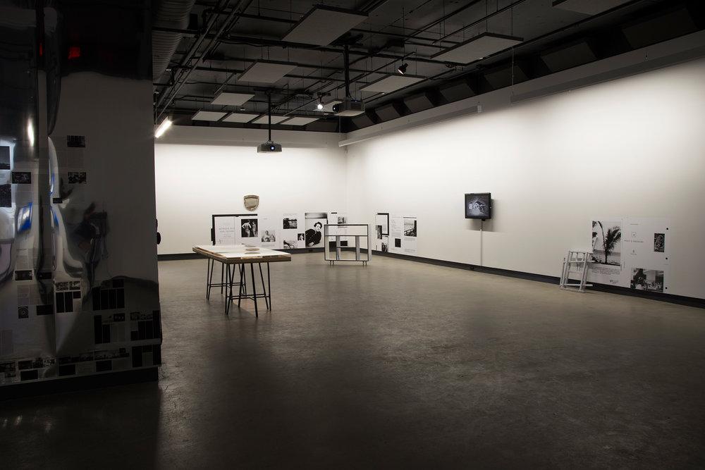 © Vue de l'exposition D'un discours qui ne serait pas du semblant/ Actors, Networks, Theories (2014). Photo : Sara A. Tremblay.
