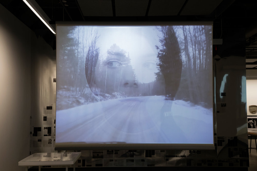 © Bernadette Corporation, Hell Frozen Over (2000). Avec la collaboration de Electronic Arts Intermix. Vue de l'exposition. Photo : Sara A. Tremblay.