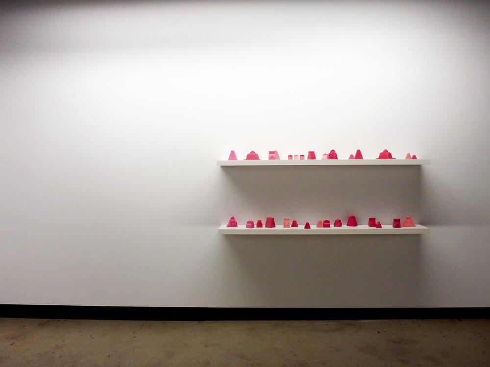 © Jacinthe Lessard-L., vue de l'exposition La chambre inversée(2014). Photo : Dazibao.