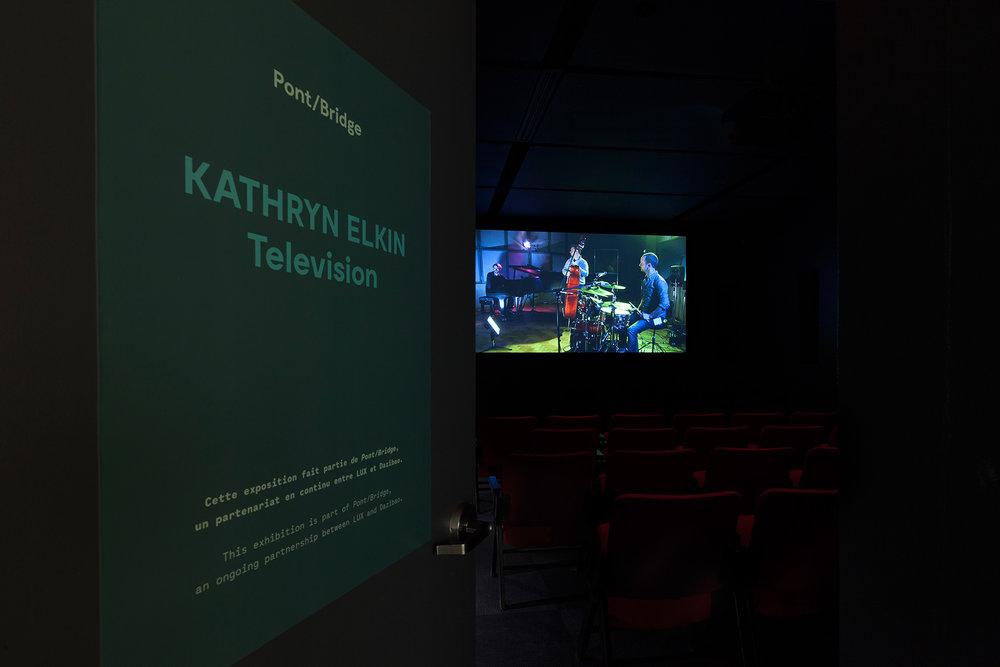 ©Kathryn Elkin, Michael's Theme(2014). vue de l'exposition Television. Photo : Marilou Crispin.