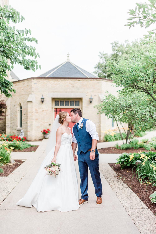 Mercantile-Hall-Wedding-Photographers-AB-057.jpg