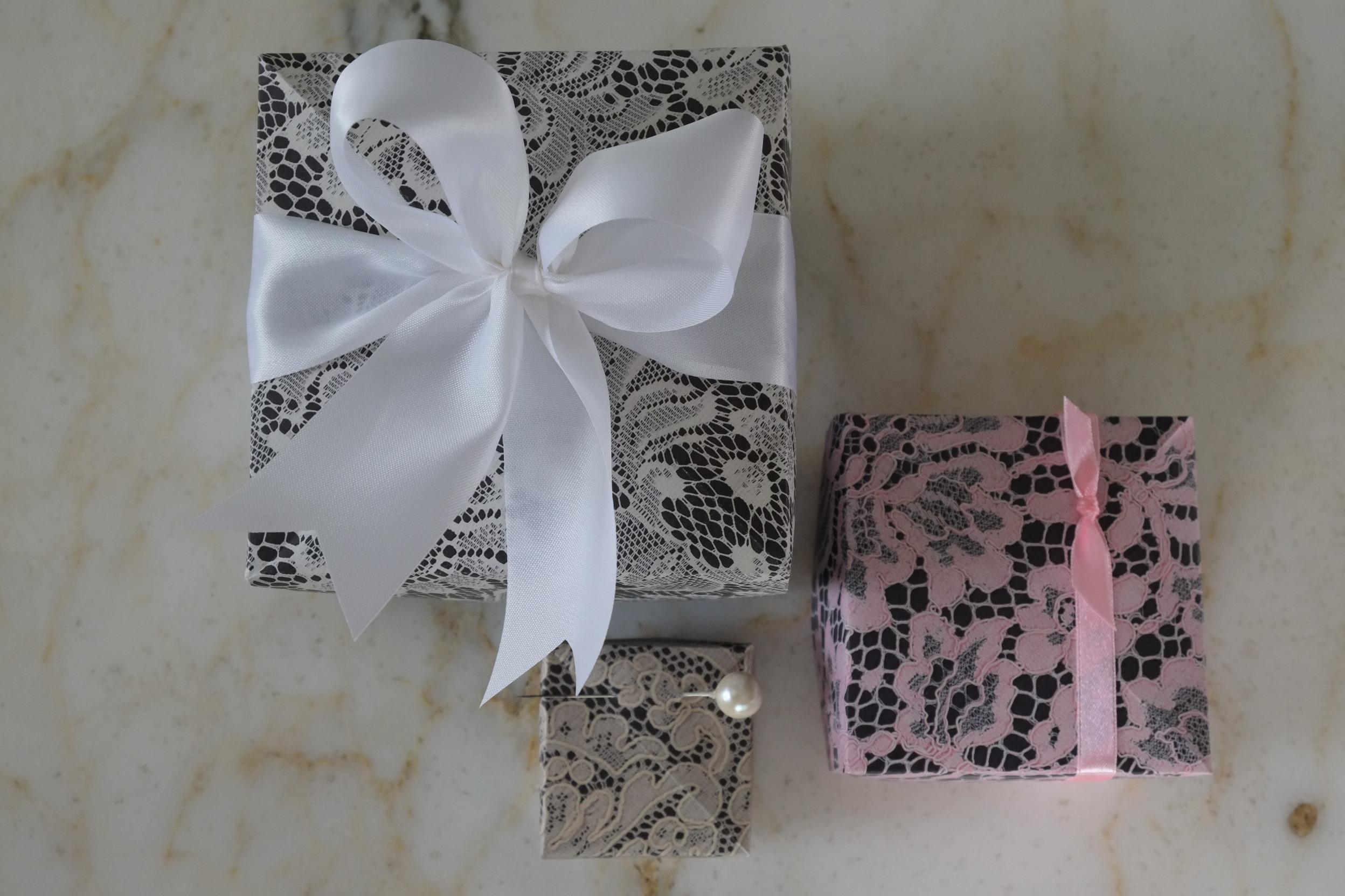 Gevouwen deksel en doos in origami volgnes het masu box principe