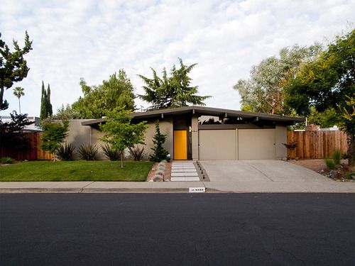 Typical Eichler exterior