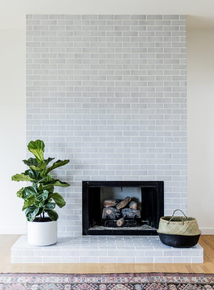 Fireplace goals! Design by Kristen Peña (COTTON thin glazed brick)