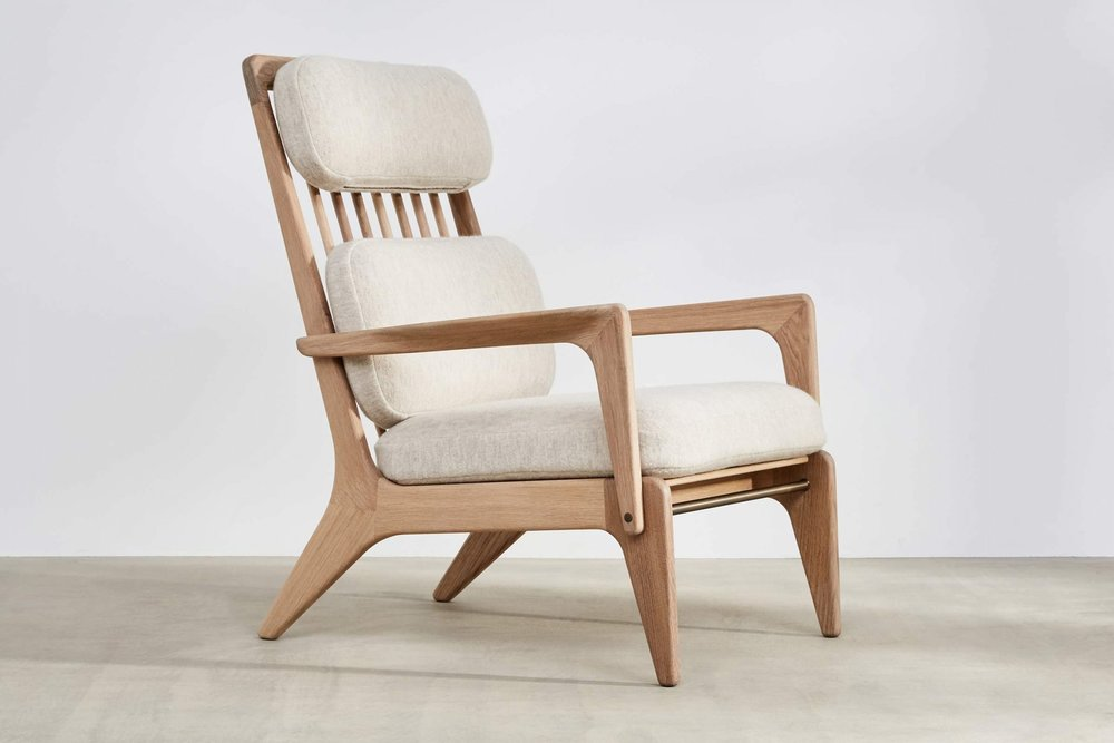 The soft lines of this chair are so spectacular.