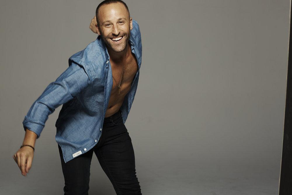 Hi Love! I'm Ryan! - I'm a Life Coach, Kundalini Yoga/Meditation Teacher, creator of WAKING UP WITH RYAN.