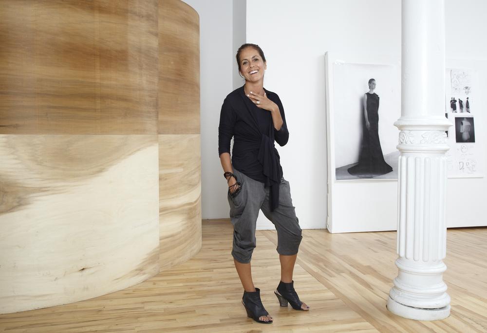 ....Maria Cornejo in her New York retail store – ©Martien Mulder..Maria Cornejo dans sa boutique de New York – ©Martien Mulder....